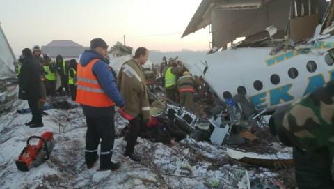 至少14人死亡,哈萨克斯坦飞机失事遇难者人数预计仍会上升