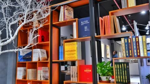 上海首个档案文化社区体验馆开放 家门口看老档案感受70年发展