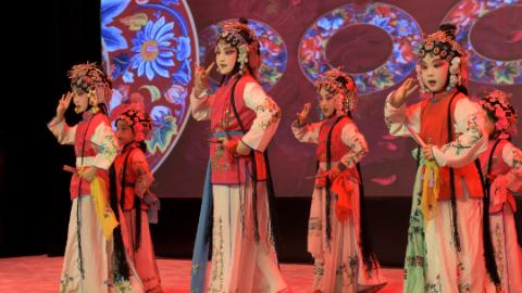 2020迎新年少儿戏曲专场晚会唱响长宁