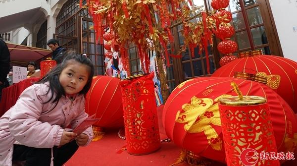 """上海年味何处浓?大世界里""""阿拉过年"""",带你重返四十年前的上海"""