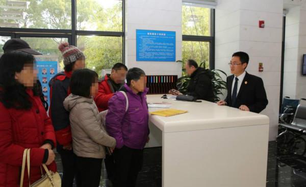 多方努力协调执行款项顺利到位!徐汇法院今天为299位当事人发放执行款
