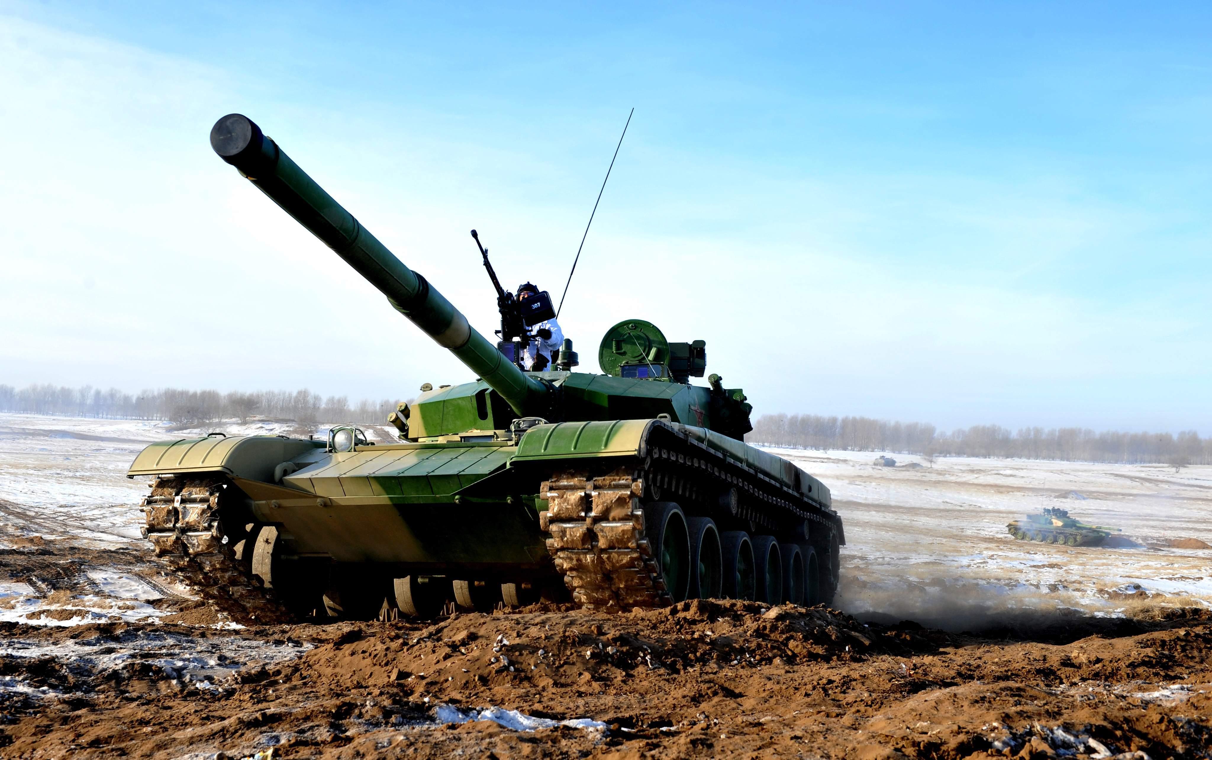 铁甲战车雪地狂飙,解放军冬季训练重装上阵