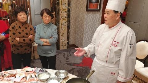 【爱申活,暖心春】社区里的年味|大厨进社区,教你烧一顿讲究的年夜饭!