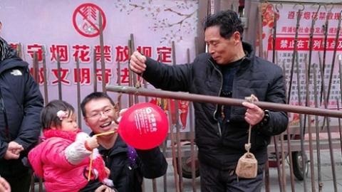 留着乡愁记忆  浓浓的年俗味弥漫在周浦小上海步行街