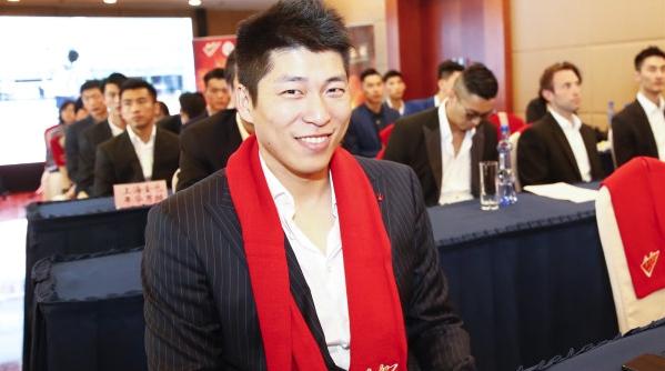 访上海男排主帅沈琼:愿红绳牵起红线带来红运