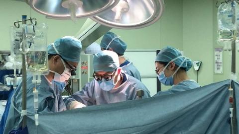 为半岁患儿肝移植手术9小时不停歇 儿科、华山两大医院跨年营救