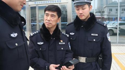 徐汇公安分局南站所:老民警站好最后一班春运岗