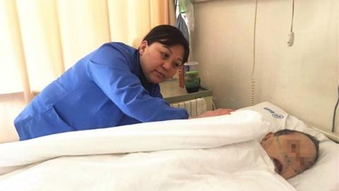 新春走基层 | 万家团圆之时浦南医院55名护工留守医院  她们把病人当家人