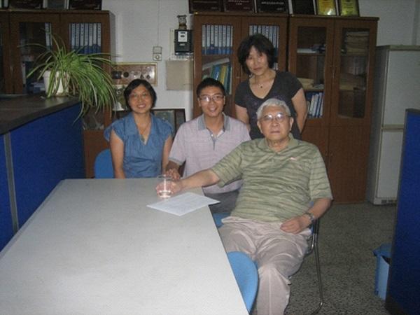 2011年阮雪榆院士与思政教师、教务员.jpg