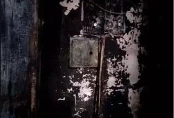 松江区龙金路一小区电缆井突发火灾 消防部门及时扑救无人员伤亡