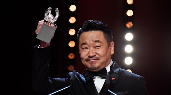 访柏林电影节最佳男主王景春:生活给予他的每种滋味,都融化在演技里