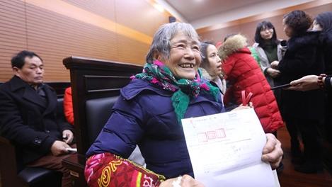 宝山区法院探索欠薪垫付机制 助23名工人拿回欠薪80余万