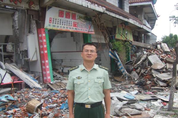 国防大学政治学院副教授郭长顺 穿上军装就应该多做一点