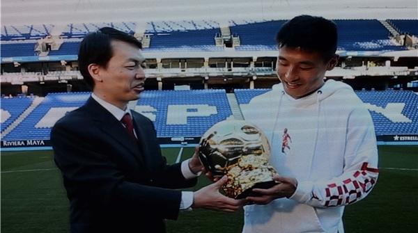 中国足球当树立榜样!2018中国金球奖颁奖典礼在沪落幕