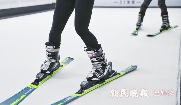 专业滑雪靴-李铭珅.jpg