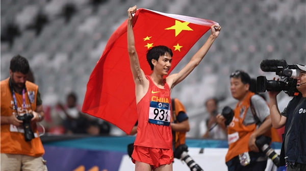 打破张国伟跳高纪录的王宇,居然还是位真材实料的清华学霸!
