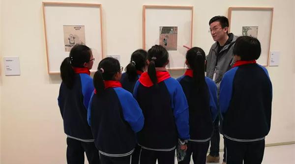 """""""丰子恺艺术特展""""闭馆日有意义一幕:开学第一课搬进美术馆!"""