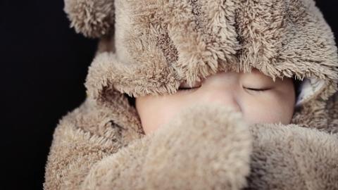 """穿少了冷,穿多又热——宝宝们的""""春捂""""到底该怎么""""捂""""?"""