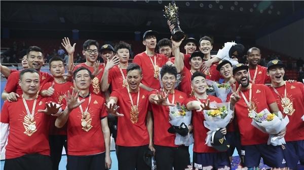 一张红牌和一道伤口,从两处细节看明白为什么又是上海男排夺冠
