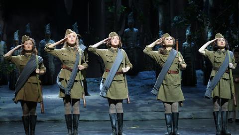 4K全景声歌剧电影《这里的黎明静悄悄》重现白桦林中的史诗画卷