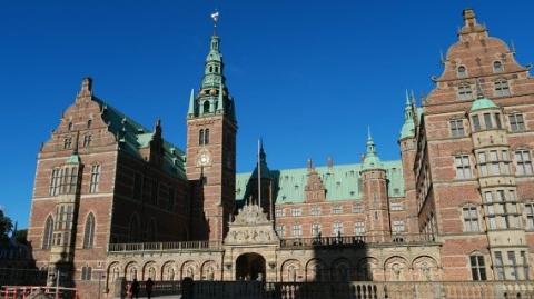 荷兰王后找私人秘书,需本科毕业兼通多种语言,月薪却只有3100欧
