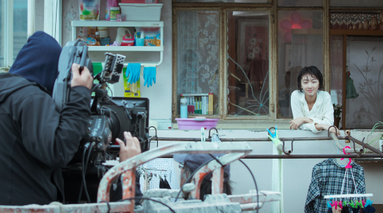 周冬雨首任《阳台上》出品人回应是否担心亏本:只想为胶片电影做点事