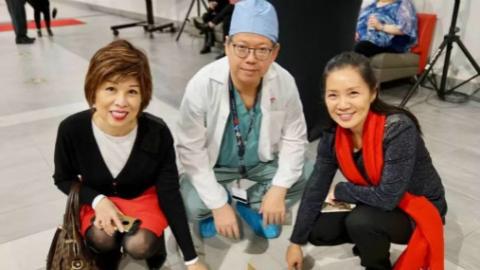 """大爱和奉献凝结成""""星光大道""""看!加拿大这家医院里还有很多华人身影"""