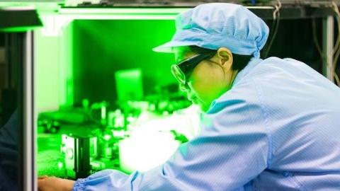人类已知最亮光源在哪?上海这位女科学家正和团队一起找寻它