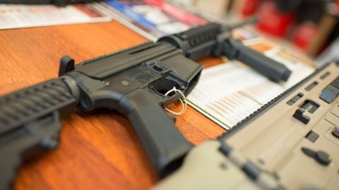 美加州白人男子持步枪进小学 疑似为袭击踩点