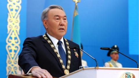 """哈萨克斯坦总统辞职:并非""""裸退""""仍发挥决定性影响 对继任者""""扶上马送一程"""""""