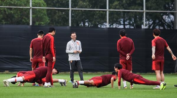 今晚中国杯国足首战对泰国,卡纳瓦罗为什么不叫武磊回来?