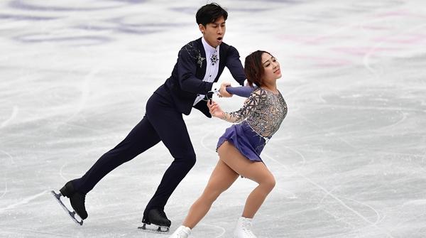 惊艳!中国双人滑组合隋文静韩聪完美发挥,带伤夺世锦赛金牌