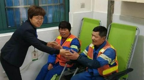 """上海公交行业首个""""户外职工爱心接力站优秀站点""""花落703路"""