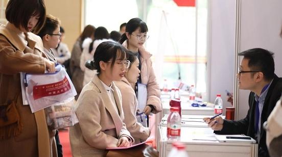 意向录用近300人次!上海中医药大学毕业生春季校园招聘会举行