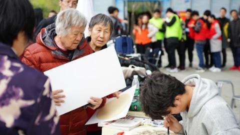 """按需""""点菜""""还能点评 上海电机学院提供 """"智慧社区""""志愿服务"""