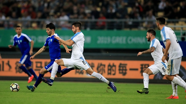 乌拉圭队用实力向卡纳瓦罗证明,中国杯的草皮是无罪的
