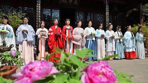 首届上海花朝节在古猗园开幕 上海新十二花神由你来定