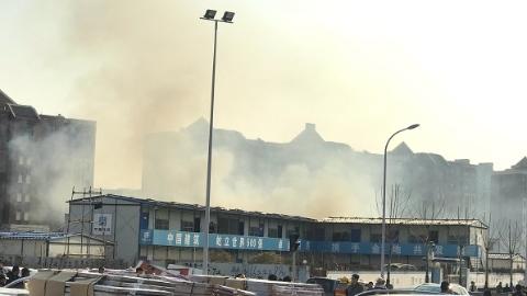 泗陈公路附近一板房突发起火 幸无人员伤亡
