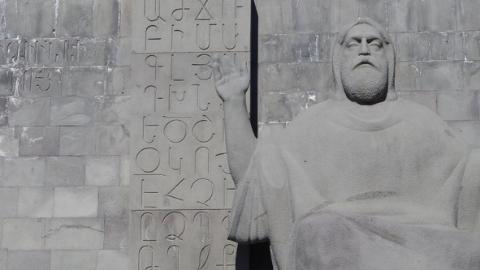世界最厚、最大、最重的古代手写本