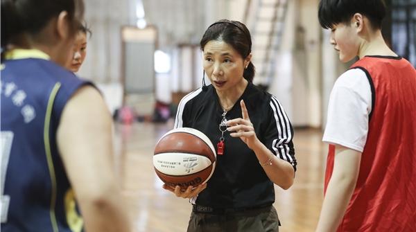这位韩国前国手的篮球故事,半生都与中国有关……