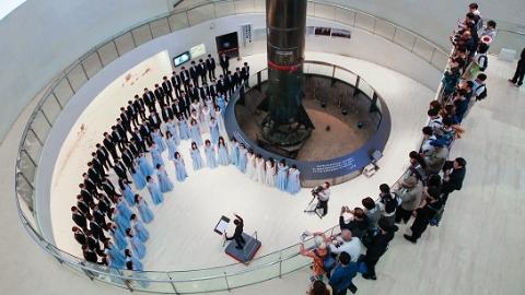 在导弹旁唱响爱国情 123位交大学子高歌献礼祖国70周年华诞