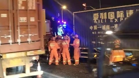 今晨林海公路两大型车追尾 事故造成1死2伤