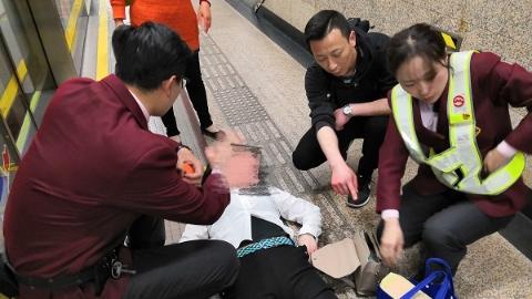 女乘客突发癫痫不省人事 轨交人争分夺秒全力救护