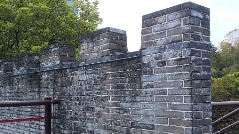"""古城公园""""城墙""""不是""""涂鸦墙"""" 景观被毁了"""