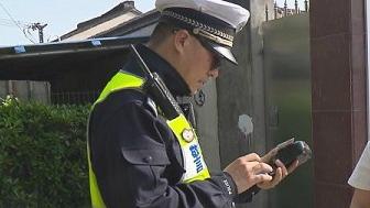 金山开展非机动车及行人交通违法整治行动 一个路口10分钟内多名行人被处罚