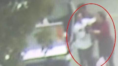 女子手臂被玻璃划伤 打不到车时民警伸出援手