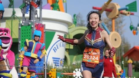 春季奇跑迪士尼开赛  数千名跑者完成趣味路跑赛程