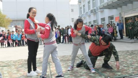 小学生进军营接受国防教育:一堂看得见、摸得着的国家安全教育课
