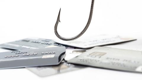 """手机被人植入""""木马""""不自知 账户连续被扣款近7000元"""