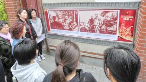 百米长连环画墙《赵世炎》今在浙江北路亮相 纪念上海工人第三次武装起义